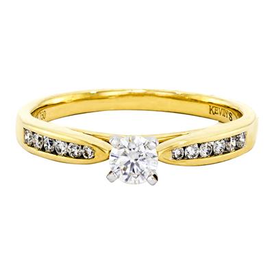 011176Z036 - Anillo compromiso en oro amarillo de 18 Kilates, con diamante central de 0.25 Ct y decoración en diamantes de 0.13 Ct