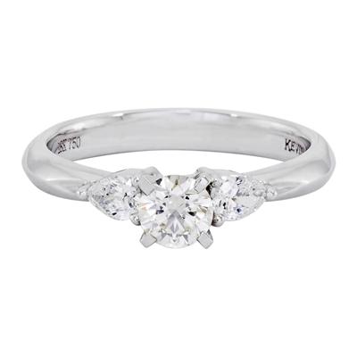0121793030 - Anillo compromiso en oro blanco de 18 Kilates, con diamante central de 0.30 Ct y decoración en diamantes de 0.20 Ct