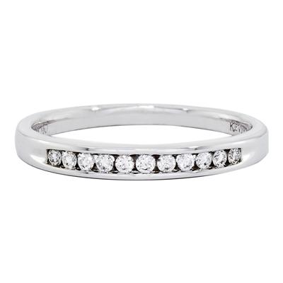 Argolla en oro blanco de 18 Kilates rodinado con diamantes en decoracion de 0.10Ct peso total, 20 milímetros de ancho