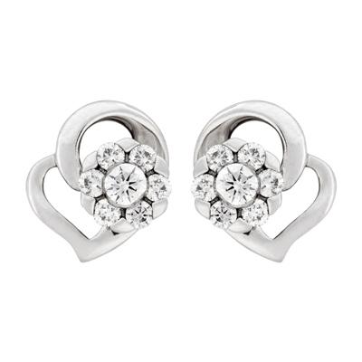 Topos en oro blanco de 18 Kilates, Corazon, con 7 diamantes en decoracion de 0.25 Quilates, con broche tipo: Mariposa, de la coleccion: Flores para ti