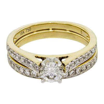 Set de matrimonio en oro amarillo de 18 Kilates con diamante central de 0.35 Ct y diamantes en decoración de 0.38 Ct Peso total.