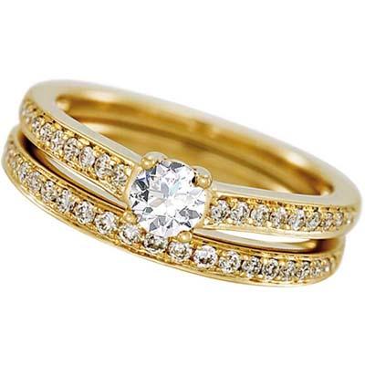 Set de matrimonio en oro amarillo de 18 Kilates con diamante central de 0.25 Ct y diamantes en decoración de 0.27 Ct Peso total.
