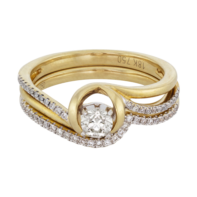 Set de matrimonio en oro amarillo de 18 Kilates con diamante central de 0.20 Ct y diamantes en decoración de 0.12 Ct Peso total.