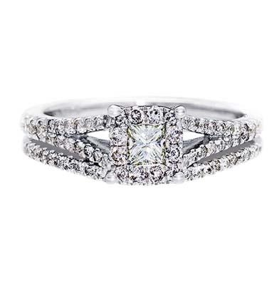 Set de matrimonio en oro blanco de 18 Kilates con un diamante central de 0.20 Ct y diamantes en decoración de 0.35 Ct Peso total.