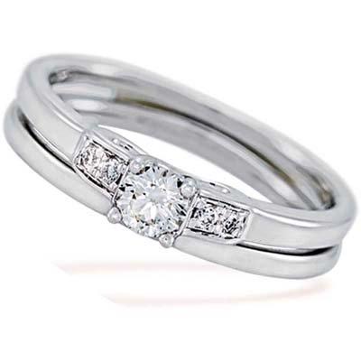 Set de matrimonio en oro blanco de 18 Kilates con diamante central de 0.15 Ct y 4 diamantes en decoración de 0.04 Ct Peso total.