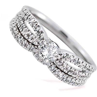 Set de matrimonio en oro blanco de 18 Kilates con diamante central de 0.25 Ct y diamantes en decoración de 0.34 Ct Peso total.