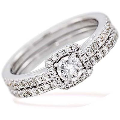 Set de matrimonio en oro blanco de 18 Kilates con diamante central de 0.25 Ct y diamantes en decoración de 0.41 Ct Peso total.