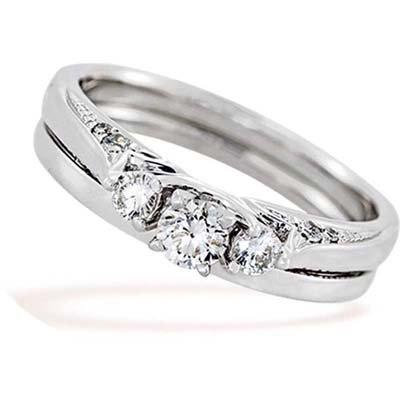 Set de matrimonio en oro blanco de 18 Kilates con diamante central de 0.15 Ct y 10 diamantes en decoración de 0.19 Ct Peso total.