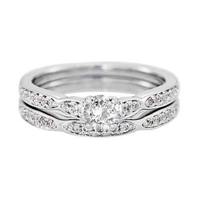Set de matrimonio en oro blanco de 18 Kilates con diamante central de 0.25 Ct y diamantes en decoración de 0.23 Ct Peso total.