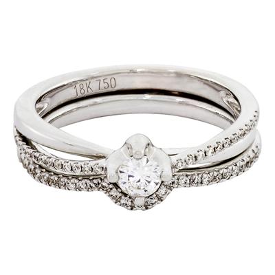 Set de matrimonio en oro blanco de 18 Kilates con diamante central de 0.15 Ct y 51 diamantes en decoración de 0.13 Ct Peso total.