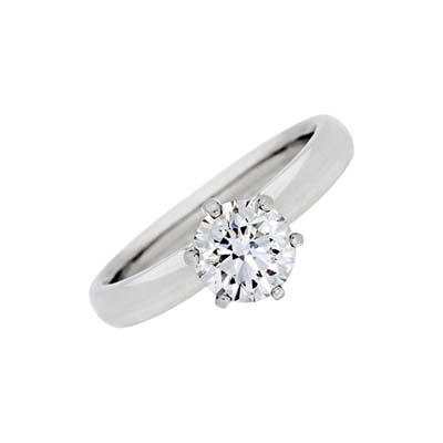 Anillo en platino rodinado con diamante central de 1.01Ct