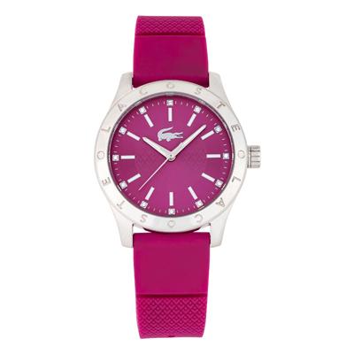 Reloj Lacoste analogo, para Dama, tablero redondo colores rojo y plateado, estilo index, pulso silicona color rojo