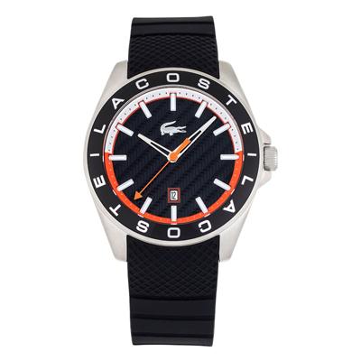 Reloj Lacoste analogo, para Hombre, tablero redondo colores negro y naranja, estilo index, pulso silicona color negro