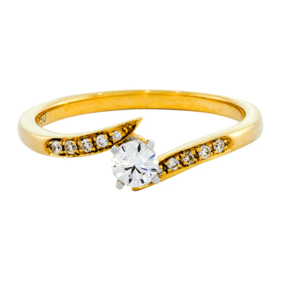 Anillo compromiso en oro amarillo de 18 Kilates con diamante central de 0.22Ct