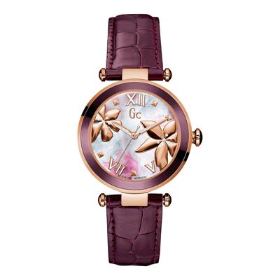 Reloj Guess colection analogo, para Dama, tablero redondo color gris, estilo puntos + romano, pulso cuero color morado