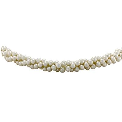 Collar en oro amarillo de 18 Kilates, perlas blancas en 3 vueltas, 45 centímetros de largo, 4 milímetros de ancho.