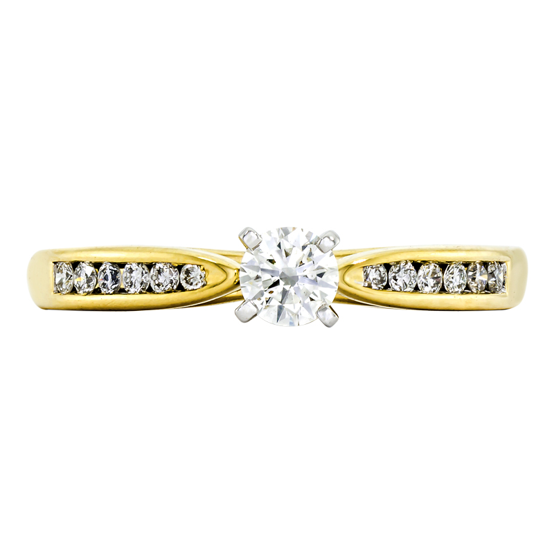 011176Z036 - Anillo compromiso en oro amarillo de 18 kilates, con diamante central de 0.25 ct y decoración en diamantes de 0.13 ct