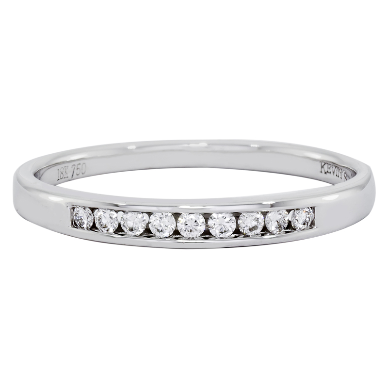 012173N022 - Argolla en oro blanco de 18 kilates, centillo, con diamantes de 0.11 ct, 2 mm. de ancho
