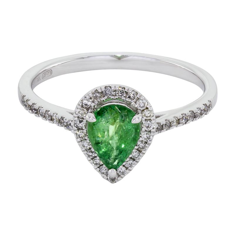 0122402022 - Anillo en oro blanco de 18 kilates, con esmeralda central de 0.50 ct y decoración en diamantes de 0.18 ct