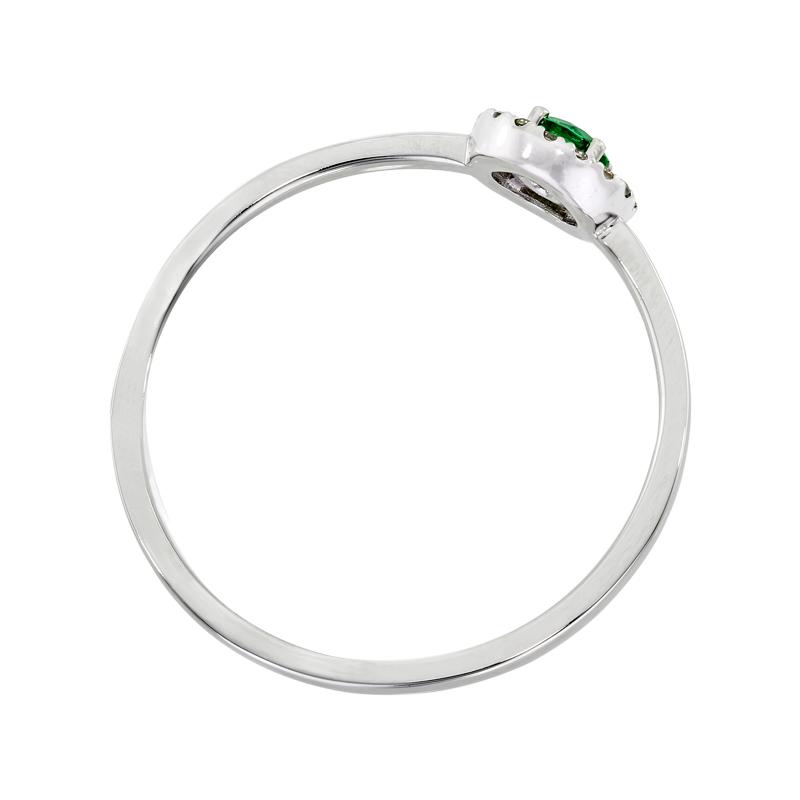 0122700012 - Anillo en oro blanco de 18 kilates, con esmeralda central de 0.10 ct y decoración en diamantes de 0.06 ct, 2 mm. de ancho